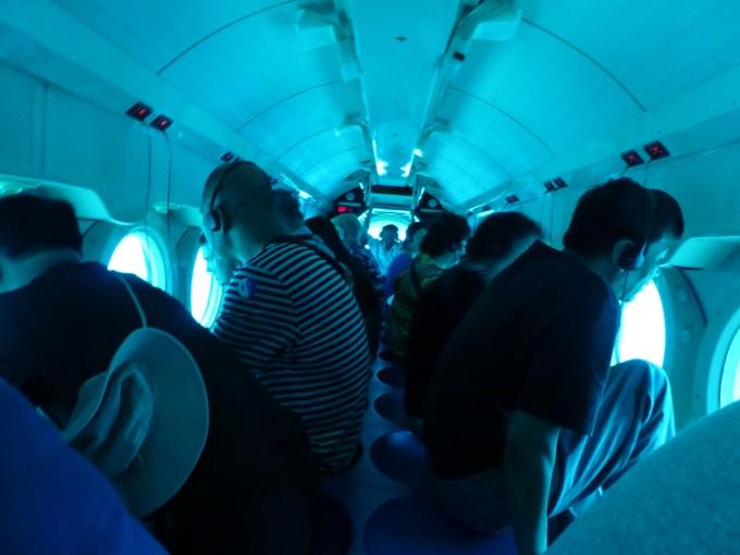 在忙碌了大半年后,终于迎来了我们夏威夷蜜月之旅!   由于跟团的各种限制,我们毅然决然地选择了自由行。说走就走的那种,当美领馆的签证官对我们说通过后,当晚立即在携程上订下了上海直飞Honolulu的往返机票,东航,单程九个多小时。 关于酒店,我在booking.com上订,特别满意茂宜岛上的The whaler on kaanapali beach,没有万豪的奢华,倒也很舒适,就在捕鲸人村隔壁,人非常少,基本没遇上中国人,全是老外,离大型超市也近,有私人沙滩,泳池,有自己厨房。吃完晚饭下楼漫步沙滩,看落日