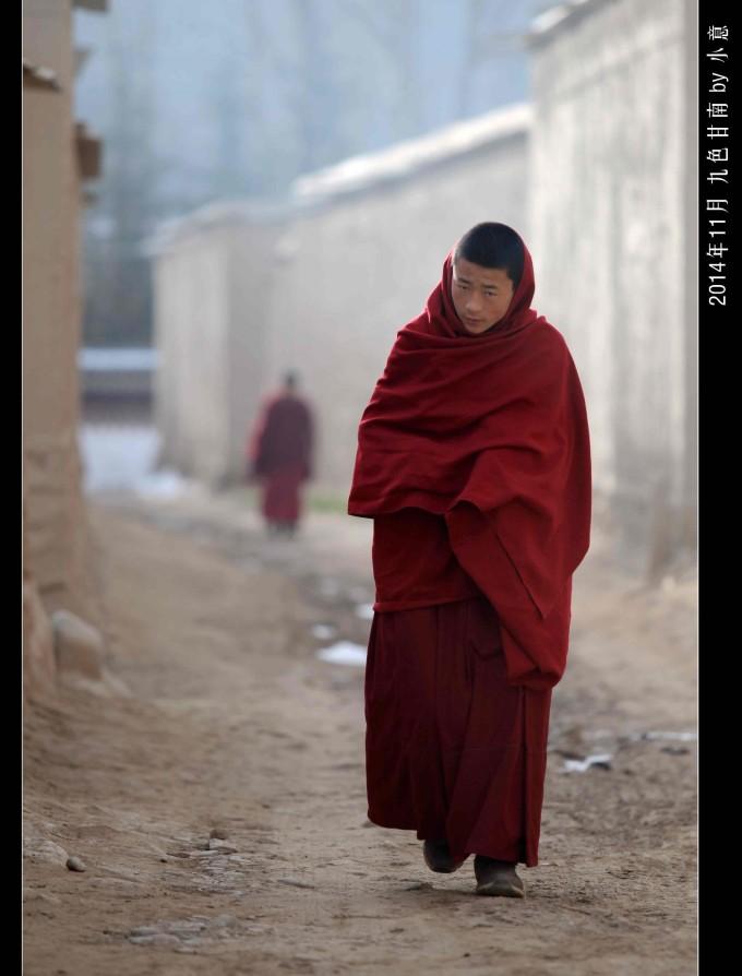 古代红衣女子沐浴手绘