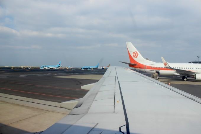 来济州岛的小伙伴,也不用担心了,机场的很多标示都有三种文字,韩语