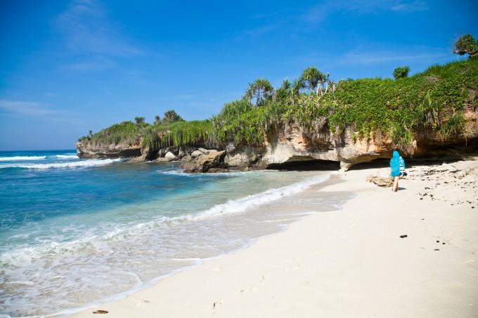 这个景点就在梦幻海滩旁边的悬崖空地不远.