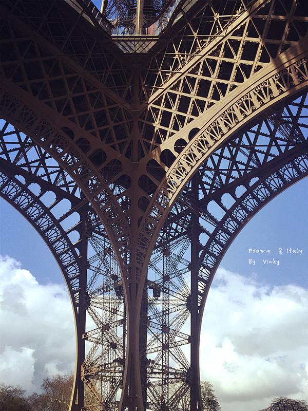 关于wifi: 因为手机卡是3公司,所以出入法国、意大利的流量都是无限的。 关于其他: 法国和意大利作为文艺复兴的发源地,美术馆与博物馆自然也数不胜数。法国就有太多美术馆。例如,卢浮宫美术馆 奥塞美术馆 毕加索美术馆 玛摩唐美术馆 小皇宫美术馆 蓬皮杜艺术中心 巴黎市立美术馆 橘园美术馆 罗丹美术馆 其他地区 第戎 第戎美术馆 里昂 里昂美术馆 纺织品历史博物馆 马里奥内特博物馆 安提比斯的毕加索美术馆 格拉斯 弗拉戈纳尔美术馆 里格尔美术馆 雷诺阿之家。如果去法国旅行,时间比较紧张又比较想去美术馆看的话