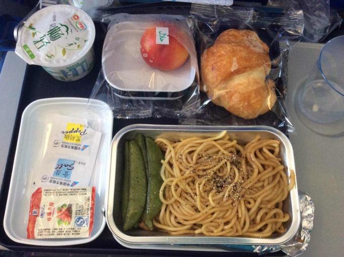 快要到曼谷啦~~~ 南航飞机餐.
