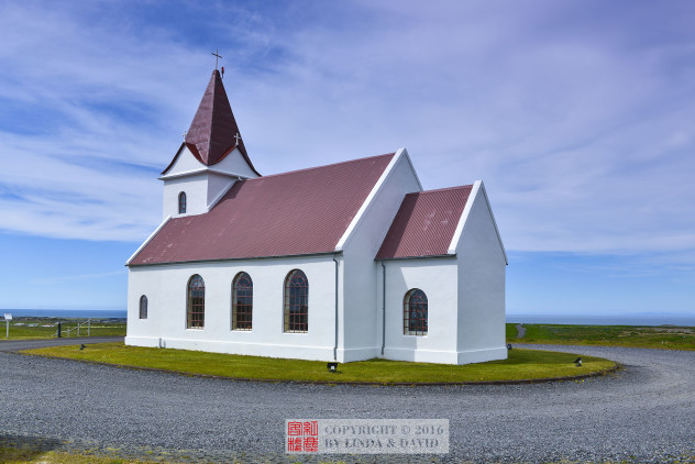 感谢你的邀请!我来根据自己的旅行体验,分享一些我的看法和意见供你参考如下: 公园1000年左后的时候,天主教传播到了冰岛,然后冰岛各地开始建立起最早的一批教堂。随着天主教的兴盛,冰岛人把之前信奉的维京人旧教的各种神灵雕像,都推到在了众神瀑布里,从此天主教成为了冰岛最主要的信仰。冰岛全国才33万人口,因此每个小镇的教堂建筑都不算恢宏,但是各具特色,造型优美奇特,成为了冰岛旅游的一道靓丽的风景线。 1、http://place.